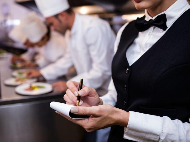 آموزش و مدیریت پرسنل رستوران